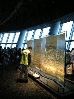 写真1 「江戸一目図屏風」の置かれた開業当日の「天望デッキ」